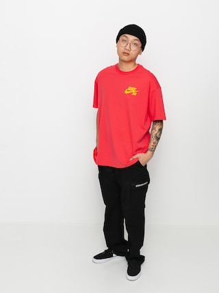Tricou Nike SB Left Chest Script (lt fusion red/university gold)